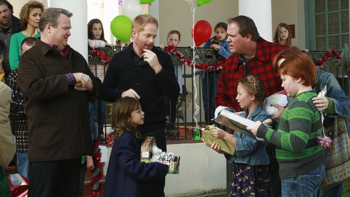 Modern Family Christmas Episodes.Watch Modern Family Season 5 Episode 10 The Old Man The