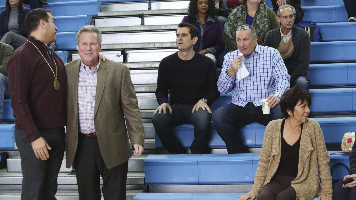 watch modern family season 5 episode 15 the feud online