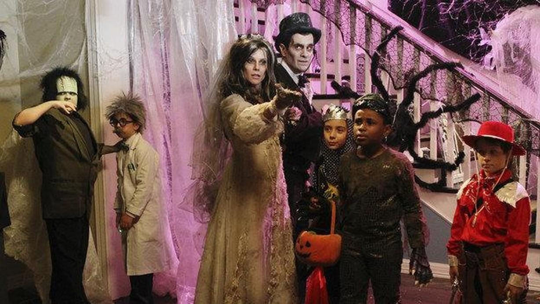 watch modern family season 2 episode 06 halloween online