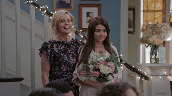 Watch Modern Family Season 10 Episode 20 Can't Elope Online