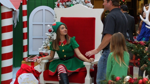 watch haley the elf and alex as mrs claus video modern family - Modern Family Christmas