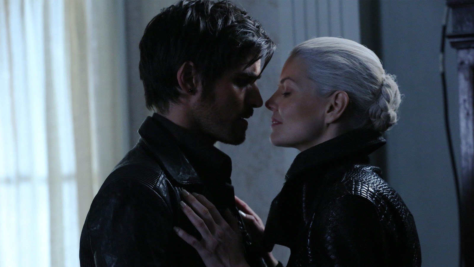 Once Upon A Time Recap Hook Becomes A Dark One In Birth Once