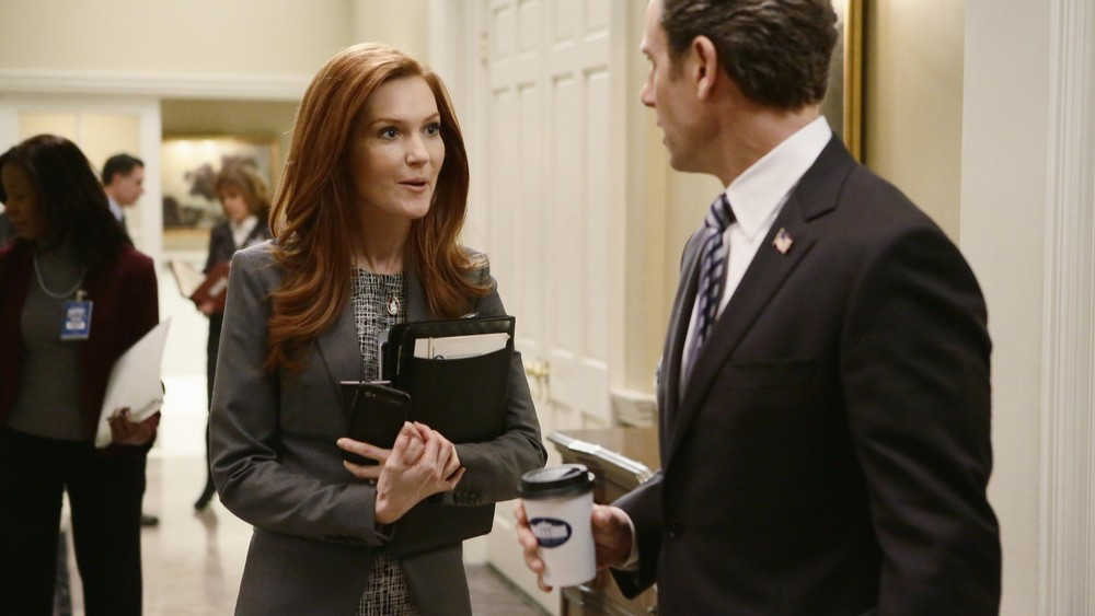 Watch scandal season 2 episode 01 white hat's off online.